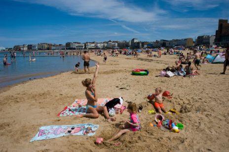 Bon turystyczny 500+ na wakacje - kto tak naprawdę na nim straci, a kto zyska?
