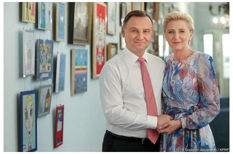 """""""Notowania Andrzeja Dudy spadają- to jest próba ratowania ich imienia""""- Ekspert o Instagramie Agaty Dudy."""