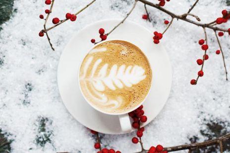 Pijesz kawę wcześnie rano? To błąd! Naukowcy wskazali najlepszą porę na kawę