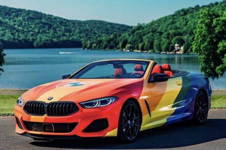 BMW dodało tęczowe tło do logotypu