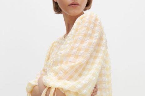 Ta sukienka na lato z Reserved jest hitem na Instagramie. Pokochasz ten modny wzór!