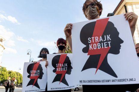 Strajk Kobiet pod siedzibą Ordo Iuris. Kobiety zwołują protest przeciwko wypowiedzeniu konwencji stambulskiej