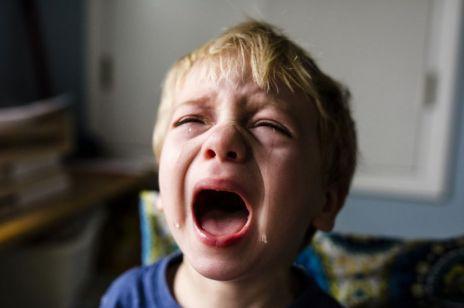 """Niebezpieczny trend na Tik Toku. """"Te nagraniato dowody na stosowanie przemocy wobec dziecka"""", mówi nam ekspert"""