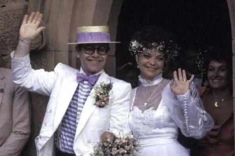"""Elton John pozwany przez byłą żonę o 3 mln funtów. Które słowo zaskoczyło cię bardziej - """"3 mln"""" czy """"była żona""""?"""