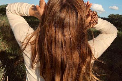 Jak wyprostować włosy bez prostownicy? 5 szybkich sposobów na gładkie kosmyki