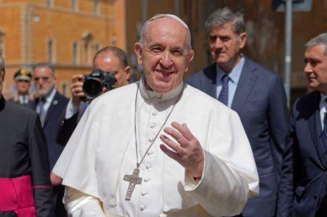 """Papież Franciszek zaskakująco o seksie: """"Przyjemność pochodzi bezpośrednio od Boga"""""""