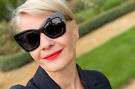 Małgorzata Kożuchowska w modnych półbutach na jesień typu oksfordy z CCC i czarnym damskim garniturze. Wyglada jak francuska it girl!