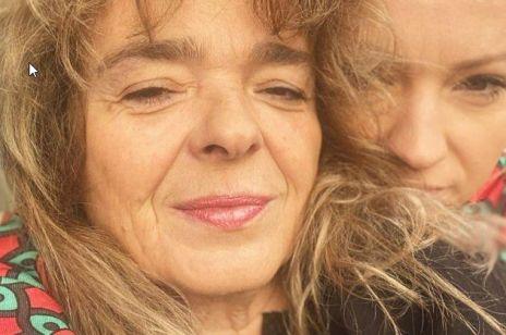 """Katarzyna Grochola wspiera ofiary przemocy: """"Moja koleżanka została zgwałcona w windzie i nie krzyczała"""""""
