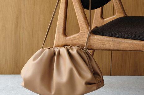 Pouch bag - tę torebkę noszą gwiazdy, redaktorki, stylistki mody. Jest w ofercie polskiej marki!