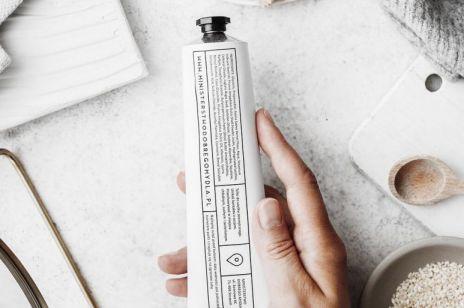 Chałwa do oczyszczania twarzy. Ta polska marka stworzyła delikatną alternatywę dla peelingu