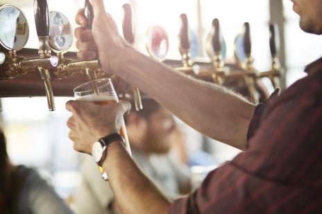 Piwo: ile ma kalorii? Czy piwo tuczy i czy można je pić będąc na diecie?