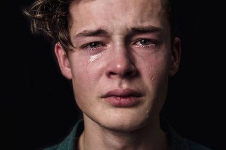 """Chłopaki nie płaczą, czyli kilka słów o krzywdzących stereotypach, Bosaku i """"twitterowych ekspertach"""""""