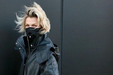 Moda zima 2020: Ten skórzany długi płaszcz - kurtka z Reserved to modowa RAKIETA! Spójrz, jak nosi go Magda Mołek