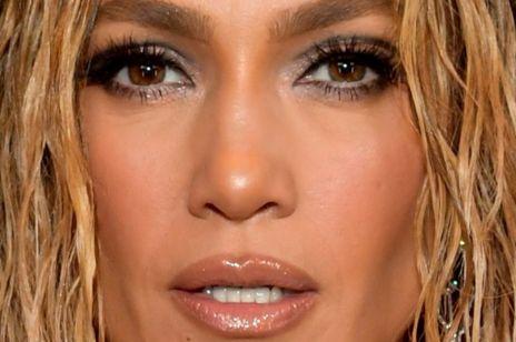 """Fani oszaleli na punkcie nowej fryzury Jennifer Lopez. Wiemy, jak zrobić """"wet hair look"""" w domu"""