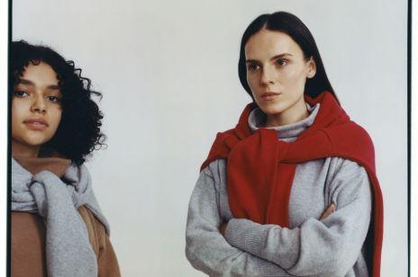 Modne swetry na zimę od polskich marek - w retro stylu Diany czy świąteczny a la Bridget Jones?