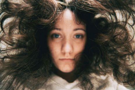 5 codziennych nawyków, przez które niszczysz swoje włosy