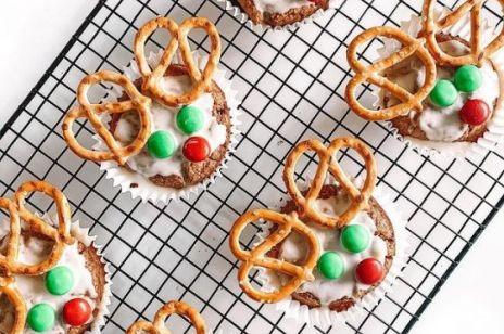 Idealne babeczki na Święta - reniferki, mikołaje i bałwanki