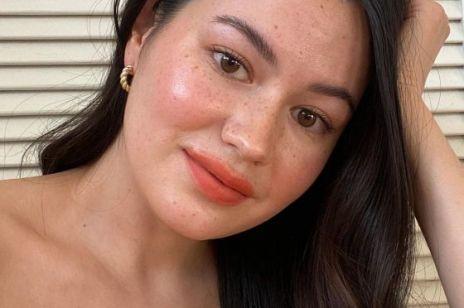 Jak zrobić perfekcyjny makijaż na wirtualną randkę, rozmowę o pracę albo spotkanie na zoomie? Słynny makijażysta zdradza swoje triki!