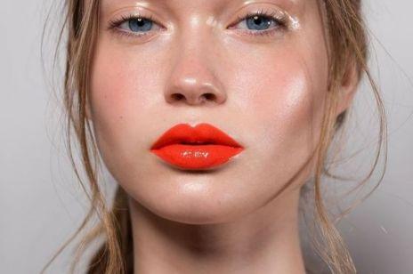 Modny makijaż 2021:  Gorące trendy z Instagrama, które odmłodzą i odświeżą Twój look!