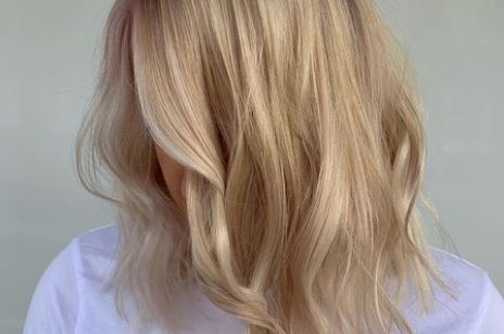 Modne fryzury 2021: Blunt chop. Fryzura, która pasuje absolutnie każdej z nas!