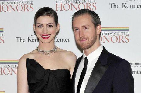 Anne Hathaway i Adam Shulman - po śladach miłości