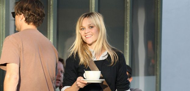 Reese Witherspoon z kawą