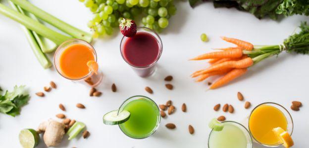 Smoothie vs sok. Co jest zdrowsze?