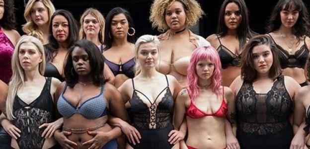 Kobiety o różnym rozmiarze w pokazie mody