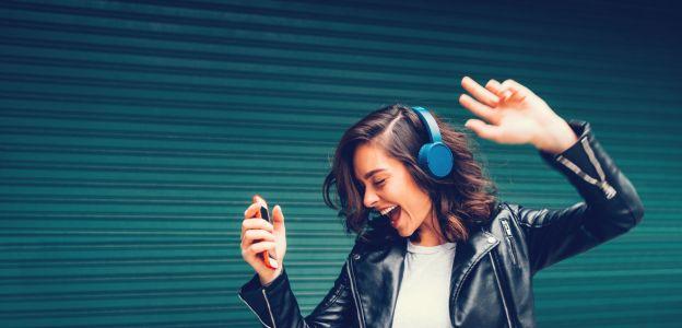 Posłuchaj pozytywnej muzyki