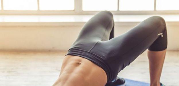 Glute bridge ćwiczenie na uda i pośladki