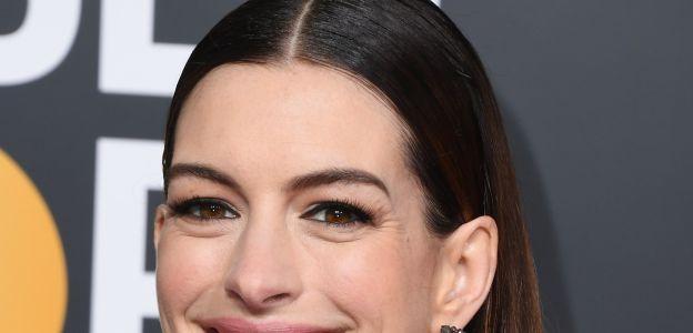 """Anne Hathaway o rezygnacji z alkoholu: """"Nie lubię siebie pod wpływem"""". Decyzja aktorki ma wiele naśladowczyń."""