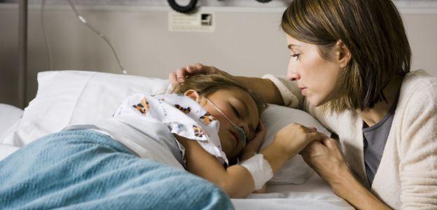Zakaz pobierania opłat za pobyt z dzieckiem w szpitalu