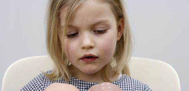 Eksperyment przeprowadzony przez Amerykanów ujawnił, że inaczej oceniamy natężenie bólu, gdy mowa o dziewczynce, a inaczej, gdy ten dotyczy chłopca.