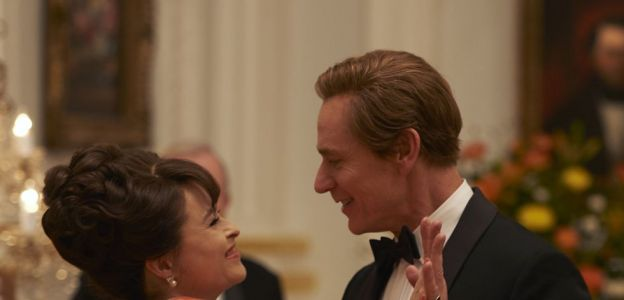 The Crown sezon 3: Helena Bohnam Carter i Ben Daniels