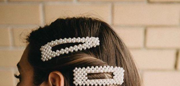 Biżuteria z perłami, spinki z perłami trendy moda wiosna 2019