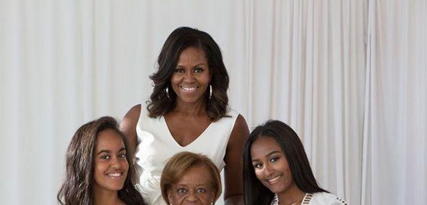 Michelle Obama na wspólnym zdjęciu z mamą i córkami