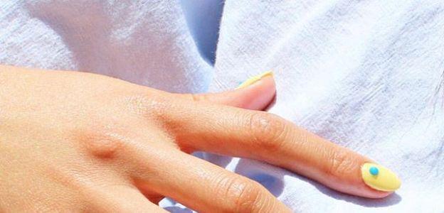 Brązowe plamy na dłoniach: jak je usunąć?