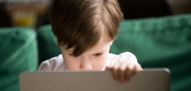 Cyberprzemoc, sexting, pornografia - te zagrożenia czyhają na twoje dziecko w sieci