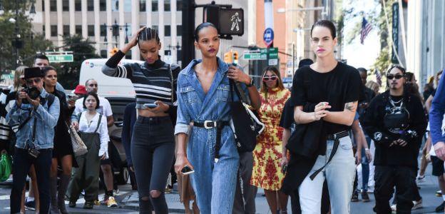 Trendy moda jesień 2019: najmodniejsze dżinsy