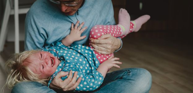 """""""Uderzenie czy szarpnięcie to dla dziecka upokorzenie i niczego nie uczy poza pokazaniem władzy rodzicielskiej"""""""