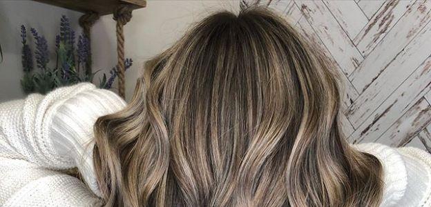Fale na włosach