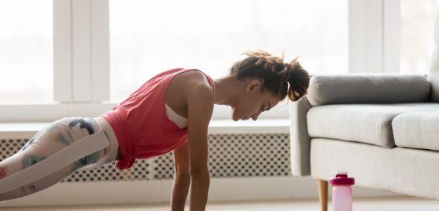 Trening domowy: te ćwiczenia w domu są hitem Instagrama