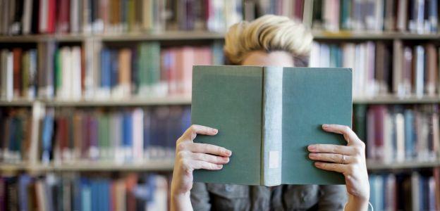 Najlepsze kryminały na Majówkę: od tych książek się nie oderwiesz