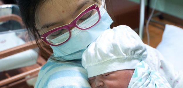 Pierwszy poród pacjentki z koronawirusem z Polsce: dziewczynka jest zdrowa i po miesiącu wyszła ze szpitala