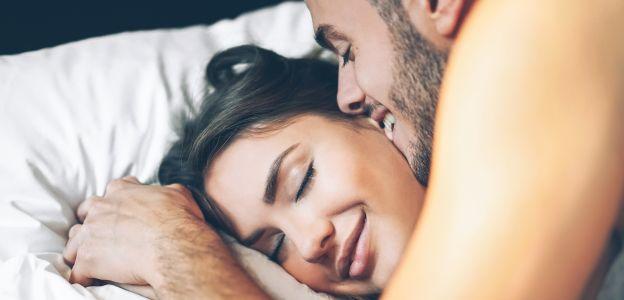 """Pozycja seksualna """"śpiący policjant"""""""