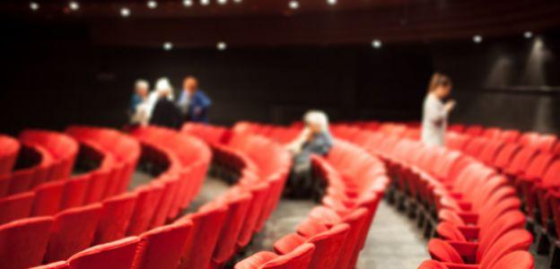 Mobbing i molestowanie w znanym teatrze