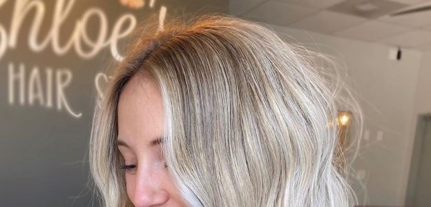 Modne kolory włosów na jesień: pieczarkowy blond