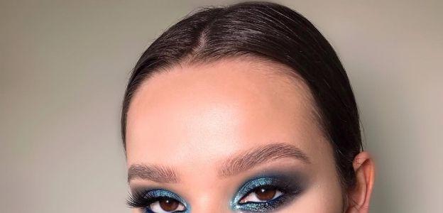 Niebieski makijaż oka