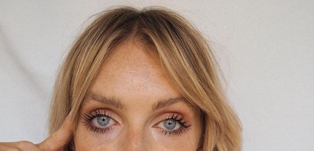 FRYZURY NA JESIEŃ 2020: Face Framing w stylu Jennifer Aniston powraca!