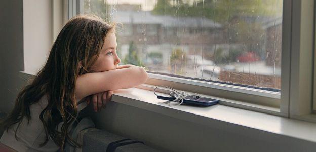"""""""Czas izolacji i ograniczania kontaktów szczególnie negatywnie odbija się na grupie osób młodszych"""" - apeluje MZ"""